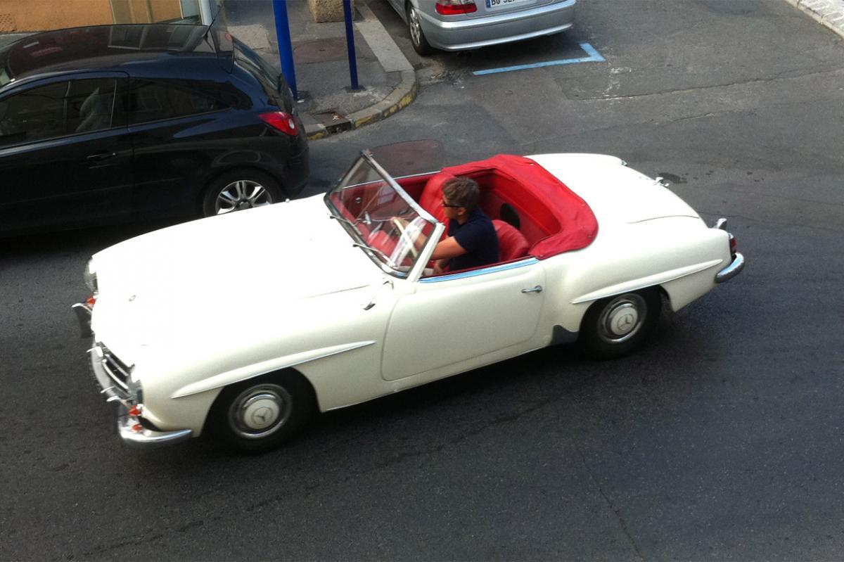 mercedes 190sl cabriolet une voiture de collection propos e par j r me t. Black Bedroom Furniture Sets. Home Design Ideas