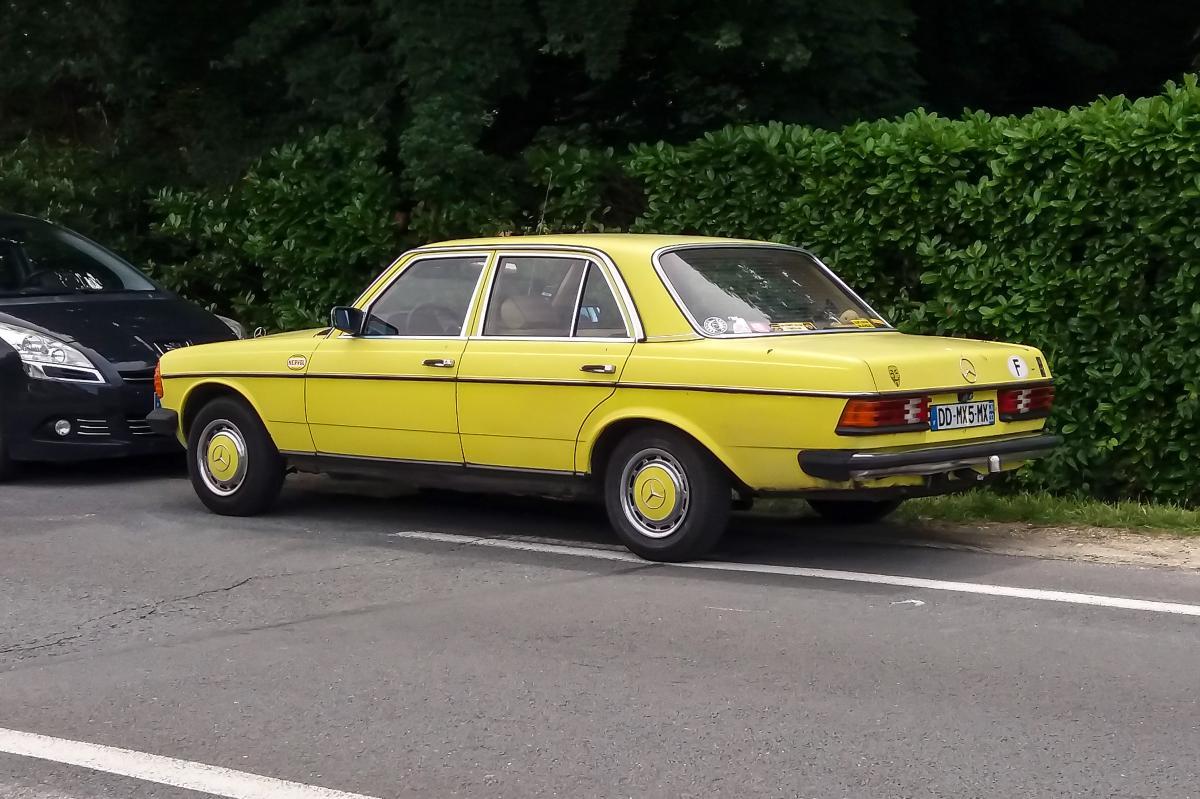 mercedes benz 240d w123 une voiture de collection propos e par st phane a. Black Bedroom Furniture Sets. Home Design Ideas