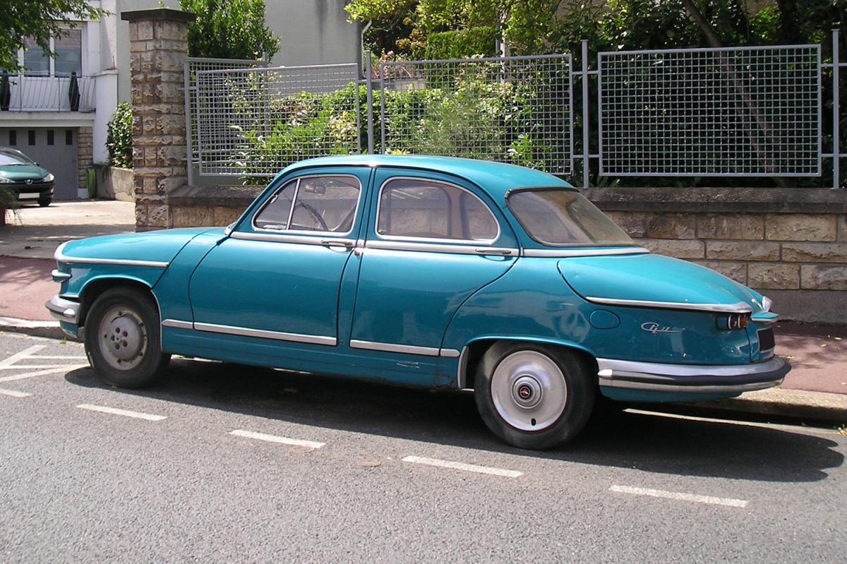 panhard pl17 bleue une voiture de collection propos e par mario h. Black Bedroom Furniture Sets. Home Design Ideas