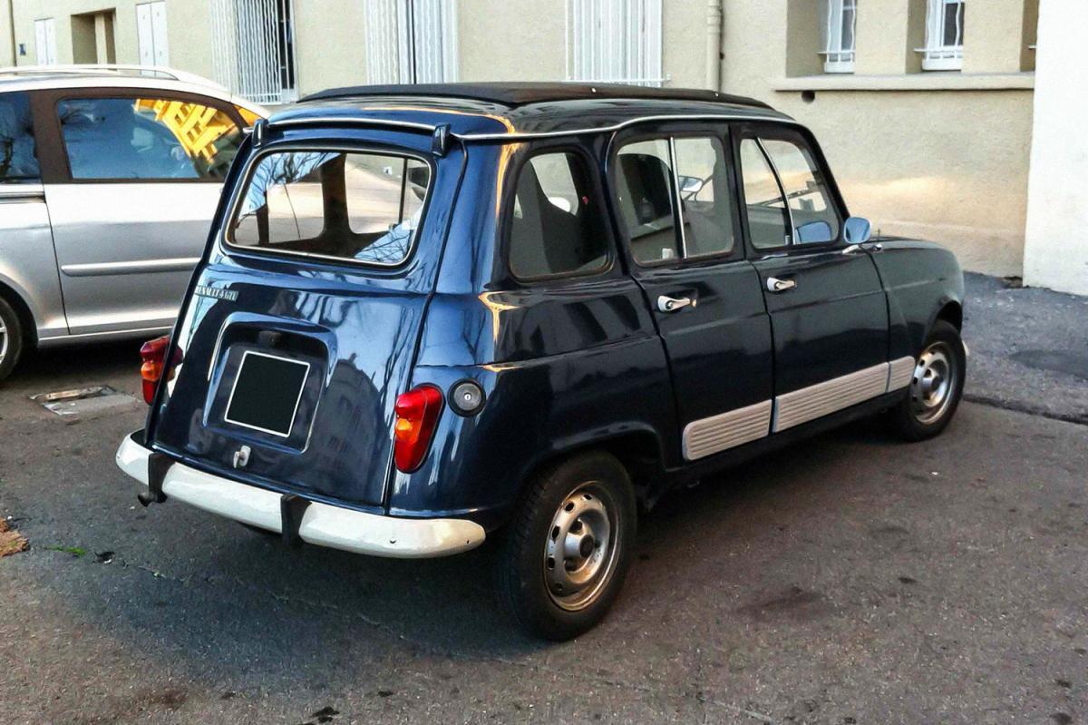 Renault 4 Gtl  Une Voiture De Collection Propos U00e9e Par Yvon A