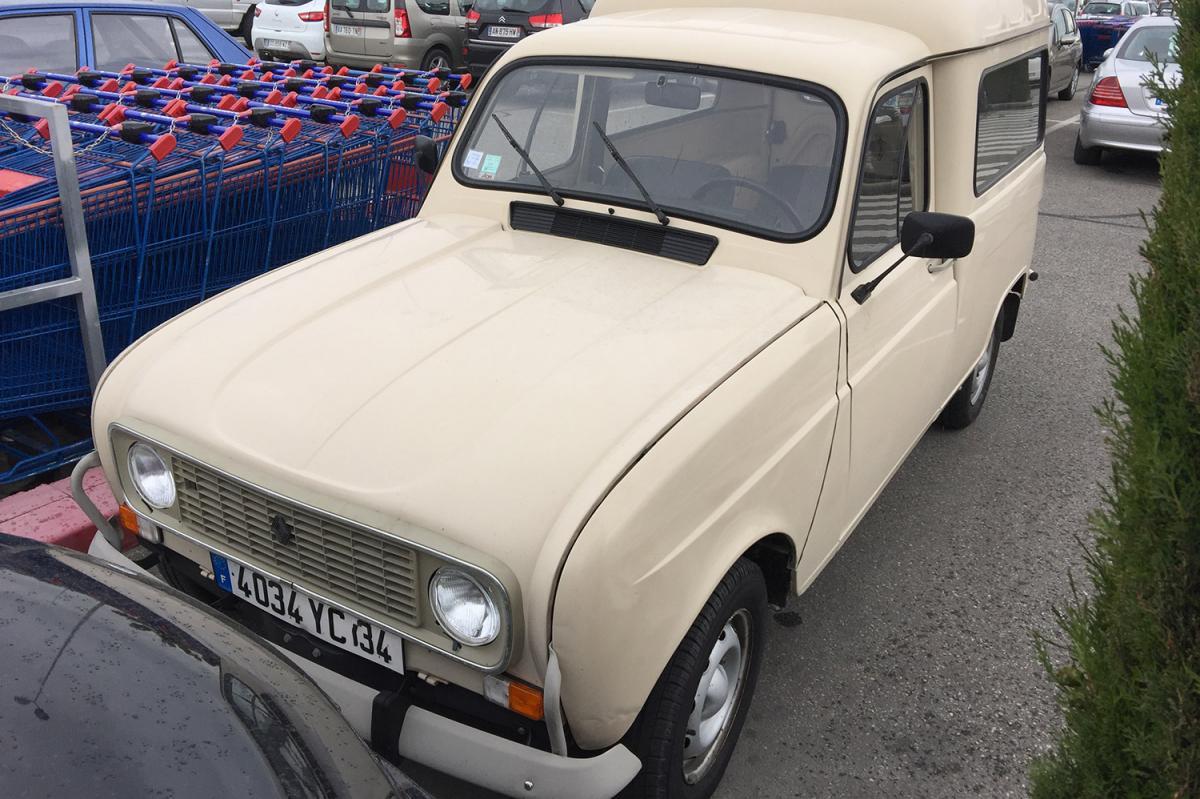 renault 4 f4  une voiture de collection propos u00e9e par