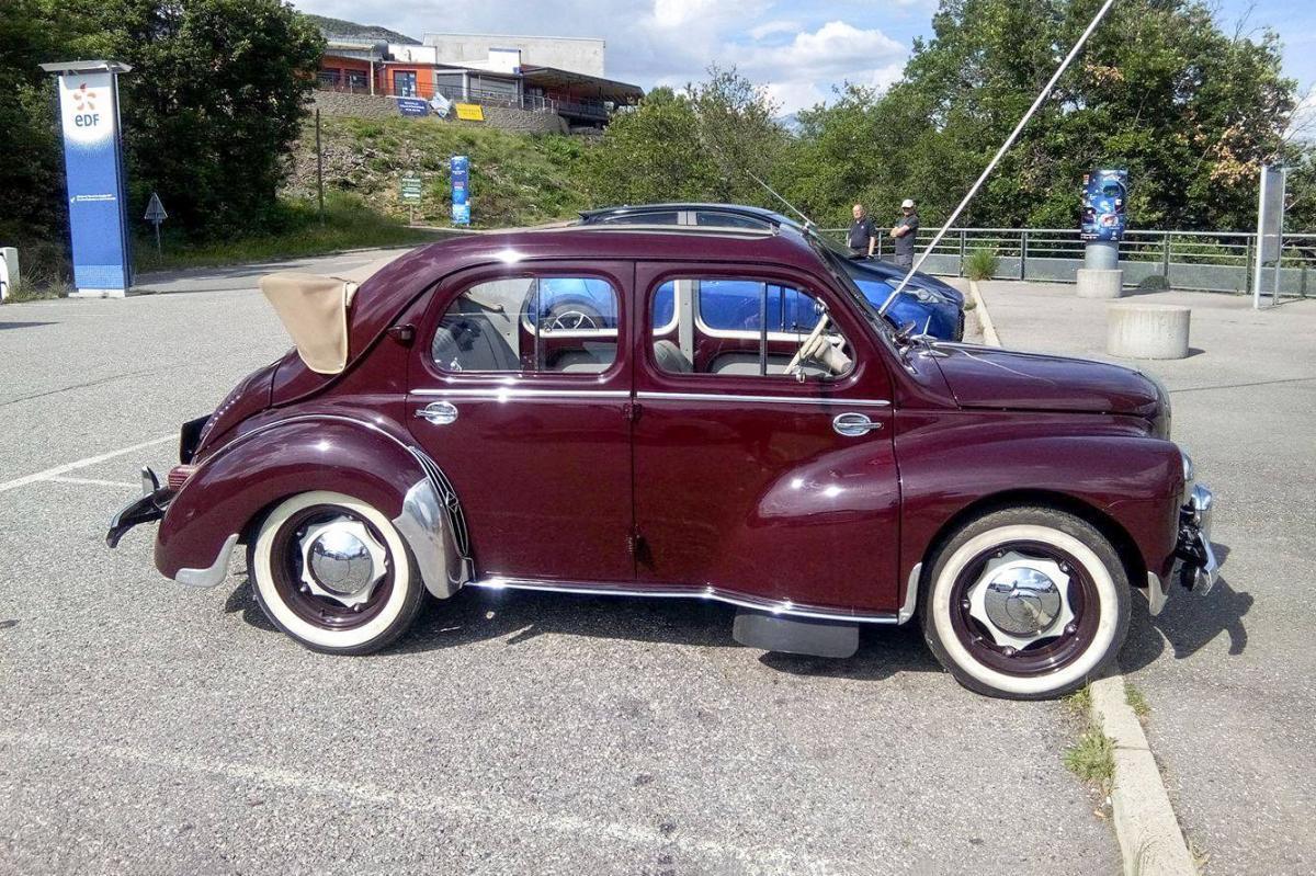 renault 4cv d u00e9couvrable  une voiture de collection propos u00e9e par m u00e9lanie g