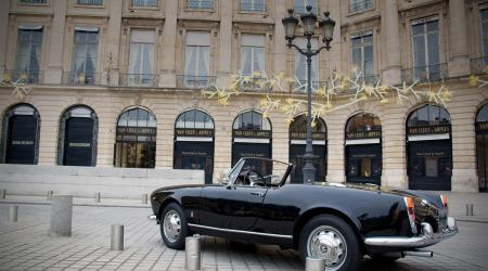 Voiture de collection « Alfa Roméo Giulietta cabriolet noire »