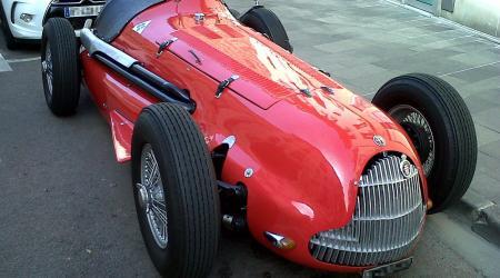 Voiture de collection « Alfa Roméo 158/ 159 de 1951 vue de 3/4 avant droit »