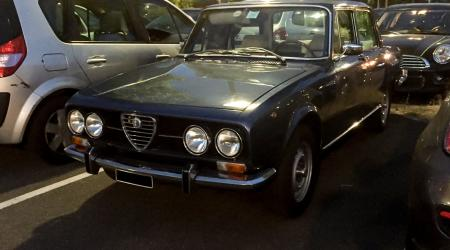 Voiture de collection « Alfa Romeo 2000 »