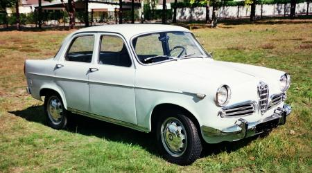 Voiture de collection « Alfa Roméo Giulietta Berline »