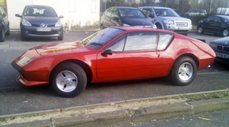 Voiture de collection « Alpine A 310 rouge »