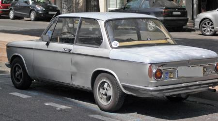 Voiture de collection « BMW 1602 grise »