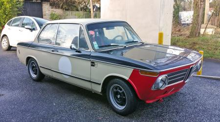 Voiture de collection « BMW 2002 »