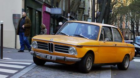 Voiture de collection « BMW 2002 Orange »