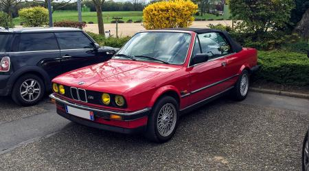 Voiture de collection « BMW 320i Cab »