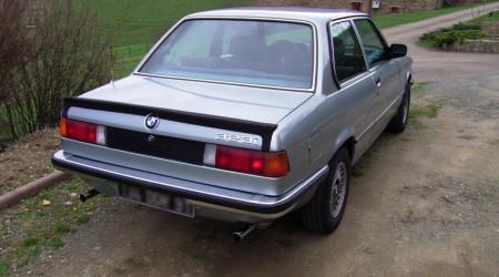 Voiture de collection « BMW 323 i »