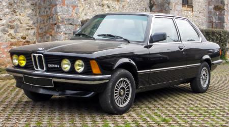 Voiture de collection « BMW 323i E21 »