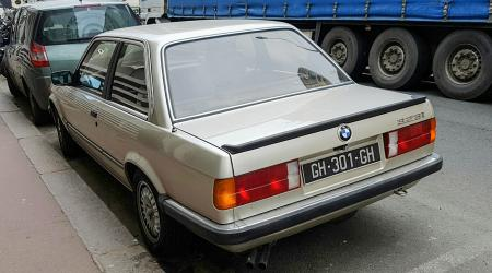 Voiture de collection « BMW 323i E30 »