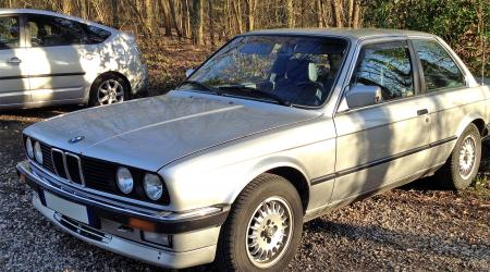 Voiture de collection « BMW 325 E30 »