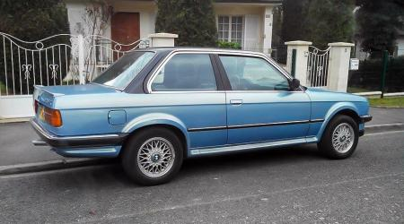 Voiture de collection « BMW 325 IX E30 »