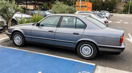 Voiture de collection « BMW 525TDS E34 »