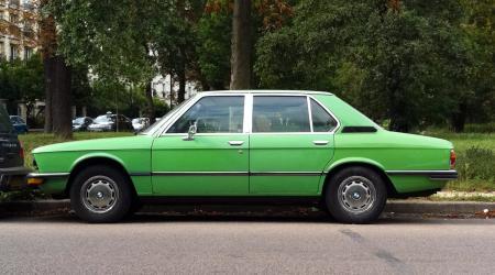 Voiture de collection « BMW Série 5 E12 Vert pomme »
