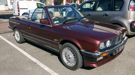 Voiture de collection « BMW 325i E30 Cab »