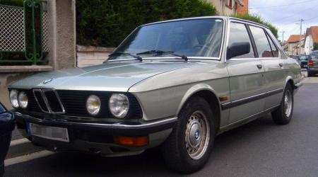 Voiture de collection « BMW Série 5 E28 1982 »