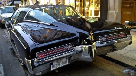 Voiture de collection « Buick Riviera 1971 vue de l'arrière »
