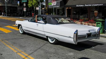 Voiture de collection « Cadillac DeVille »