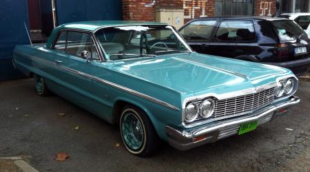 Voiture de collection « Chevrolet Impala 1964 bleu/verte »