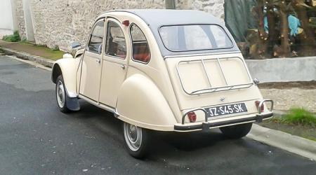 Voiture de collection « Citroën 2CV AZAM »