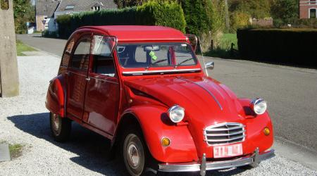 Voiture de collection « Citroën 2CV rouge »