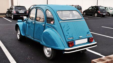 Voiture de collection « Citroën 2CV6 Club »