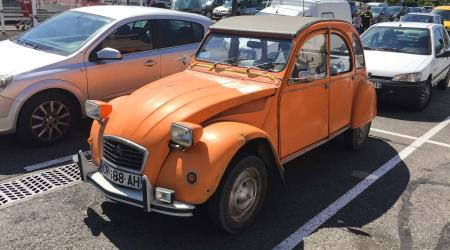Voiture de collection « Citroën 2CV6 »