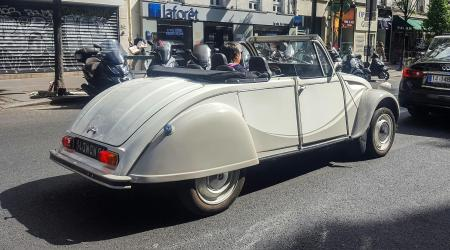 Voiture de collection « Citroën 2CV Cabriolet »