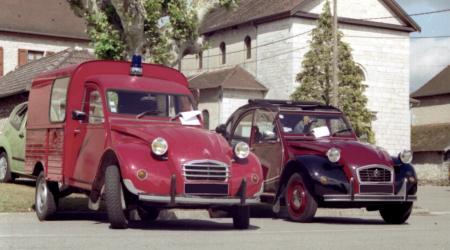 Citroën 2CV pompier et Charleston