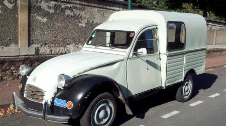 Voiture de collection « Citroën 2CV Fourgonnette »