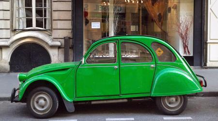 Voiture de collection « Citroën 2cv verte »
