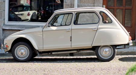Voiture de collection « Citroën Dyane »