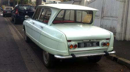 Voiture de collection « Citroën Ami 6 Blanche »