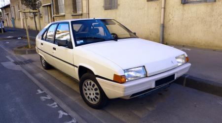 Voiture de collection « Citroën BX 19 TRD vue de 3/4 avant droit »
