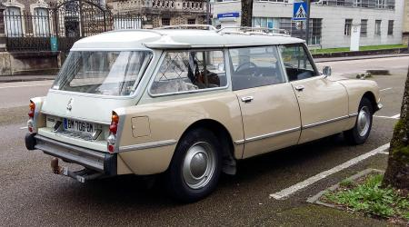 Voiture de collection « Citroën DS 20 break »
