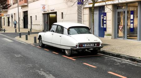 Voiture de collection « Citroën DS 23 »