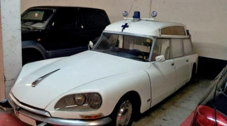 Voiture de collection « Citroën DS Ambulance »