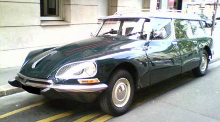 Voiture de collection « Citroën DS Break verte »