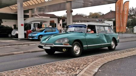 Voiture de collection « Citroën DS Break »