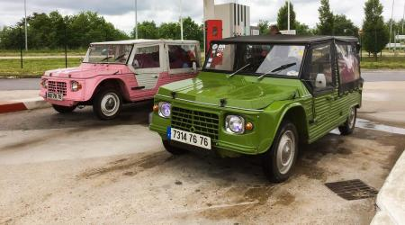 Voiture de collection « Duo de Citroën Méhari »