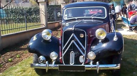 Voiture de collection « Citroën Traction bi-couleur »