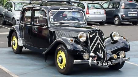 Voiture de collection « Citroën Traction / Mistinguett »