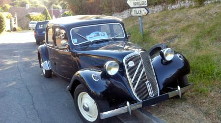 Voiture de collection « Citroën Traction noire »