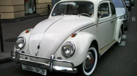 Voiture de collection « Volkswagen coccinelle blanche »