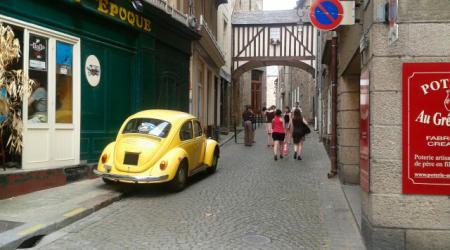 Tombé par hasard sur votre site (que je trouve sympa) et amoureux de vielle voiture aussi je vous envoi une photo prise a st malo le week end du 15 aout par une amie