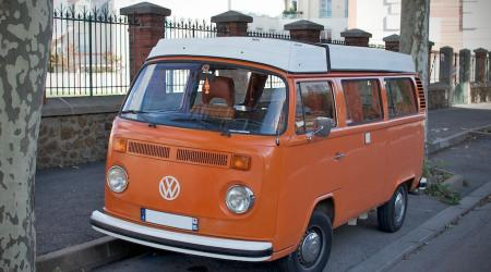 Voiture de collection « Combi Volkswagen orange - BeCombi.com »